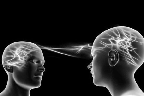 Conexiones entre lectura y telepatía