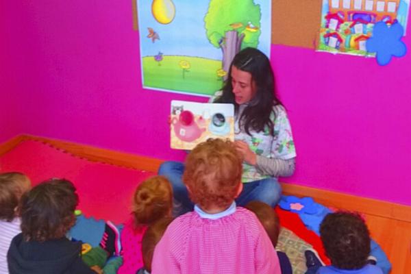 La lectura en voz alta favorece la adquisición de vocabulario y el aprendizaje de la lectura