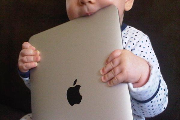 Bebés y pantallas, dos caras de una misma moneda