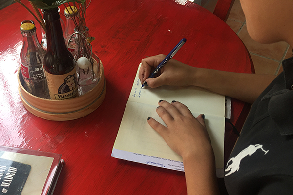 Escribir a mano en un mundo de pantallas táctiles y teclados