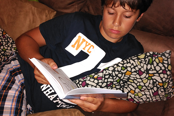 Ideas fáciles para conseguir que los niños lean más este año