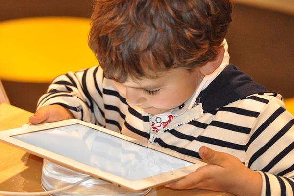 Cinco claves para promover experiencias de lectura compartida positivas en torno a las apps