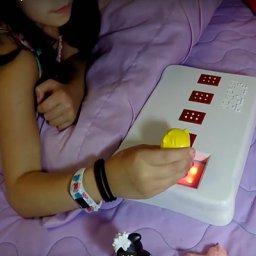 BecDot, el juguete que enseña a los niños ciegos a leer en braille
