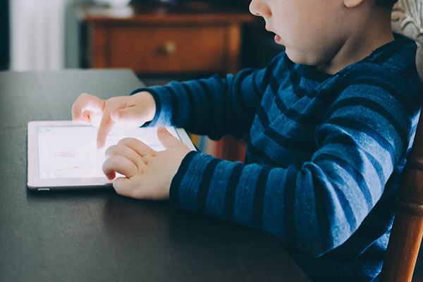 ¿Tiene sentido que los niños aprendan la escritura manuscrita en la era digital?