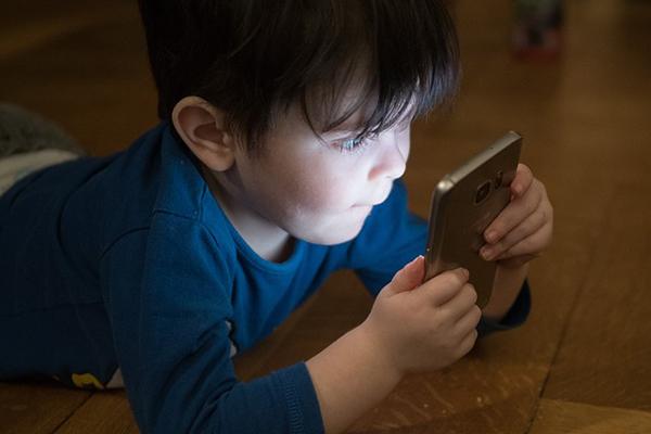 Creciendo entre pantallas: competencias digitales de los niños de 3 a 8 años