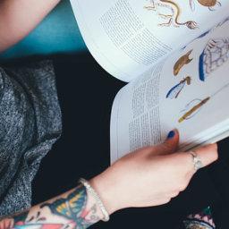 El contacto con libros en la adolescencia mejora la alfabetización