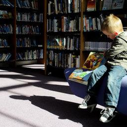 Los niños y niñas tienen que elegir lecturas para crecer como lectores