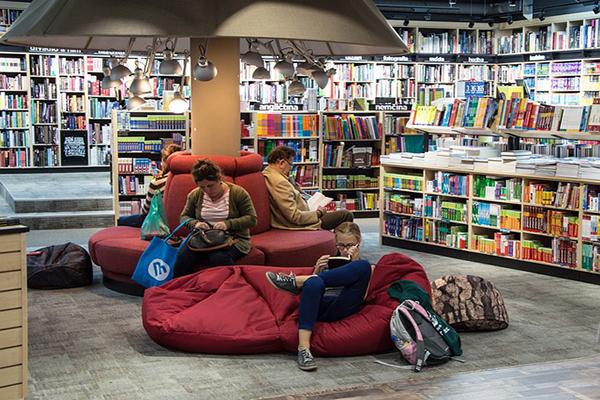 Más allá del Club de lectura: Promover la lectura y la escritura desde las bibliotecas en tiempos de cambio