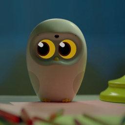 Luka, el robot que lee cuentos a los pequeños de la casa