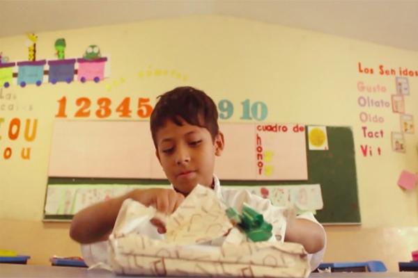 Eli, un corto sobre el acceso de los niños a la lectura