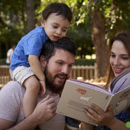 Charlando sobre promoción de la lectura en casa con el equipo de Hacer Familia