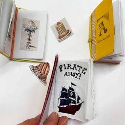 Jugar a crear libros en miniatura