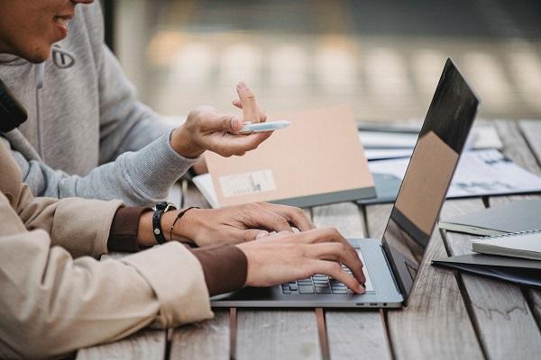 Aprendizaje colaborativo y herramientas digitales en el siglo XXI